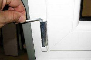 регулировка балконной двери по вертикали