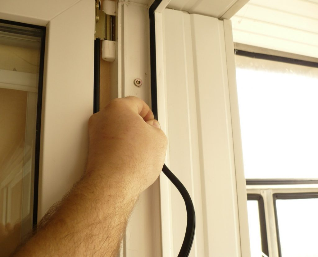 замена уплотнителя на балконной двери